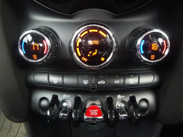 Orange MINI Convertible 1.6 Cooper S 2011
